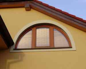 полукруглое ламинированное окно